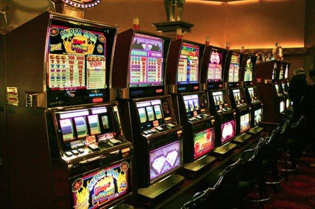 Где можно безопасно играть на деньги в автоматы?